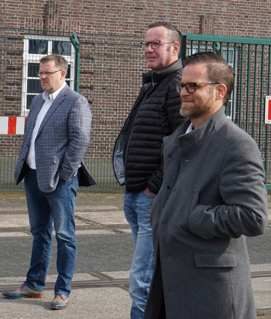 Die drei Chefs des Lionsclubs Brake schauen noch ein wenig nachdenklich: (von links) Wolfram Flaack (2. Vizepräsident), Jens Krummacker (1. Vizepräsident) und Präsident Nils Böger.