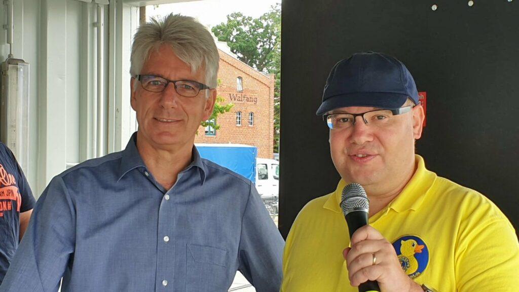 Entenrennen 2019: Bürgermeister Michael Kurz und Moderator Claus Plachetka